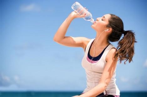 Lịch dưỡng ẩm cho da mùa hè bạn gái cần thuộc nằm lòng