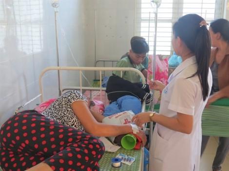 40 người nhập viện cấp cứu sau khi ăn bánh tét đám ma