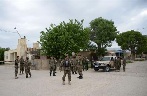 Taliban tham sat hon 140 linh Afghanistan dang an toi