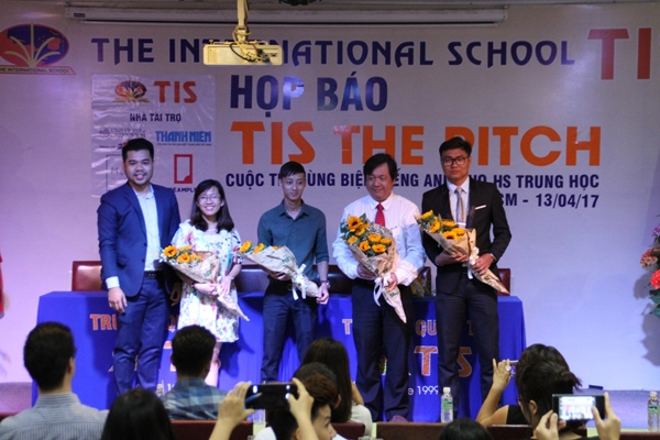 Khoi dong cuoc thi hung bien ve y tuong khoi nghiep bang tieng Anh TIS THE PITCH 2017