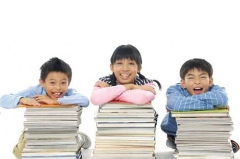 Chơi trò đọc sách cùng con