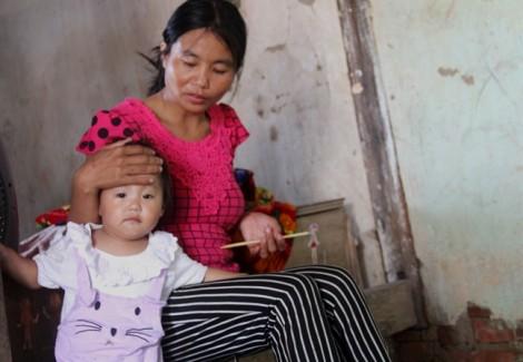 Bốn mẹ con dắt nhau đi 'bụi', nhặt ve chai mưu sinh vì… sợ chồng