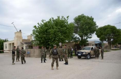 Taliban thảm sát hơn 140 lính Afghanistan đang ăn tối