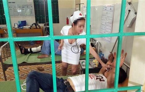 Bệnh viện cho chụp ảnh nữ bác sĩ ngồi hớ hênh để… chấn chỉnh