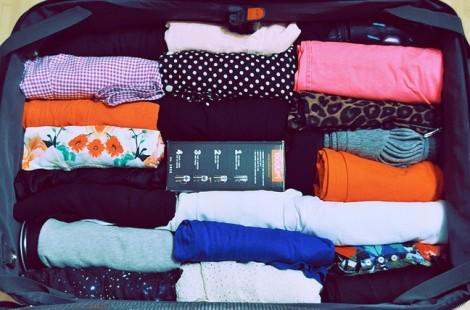 Mẹo xếp quần áo siêu tiết kiệm chỗ trong vali đi du lịch