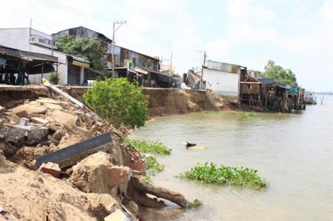 Vụ 16 căn nhà đổ sập ở An Giang: Do áp lực nước sông Hậu đổ về tạo xoáy mạnh