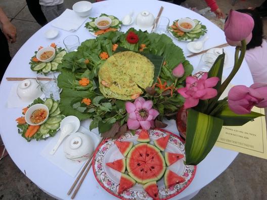 Quan Tan Phu: 54 doi thi lam banh