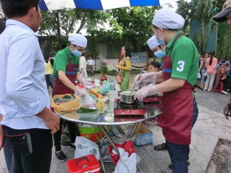 Quận Tân Phú: 54 đội thi làm bánh