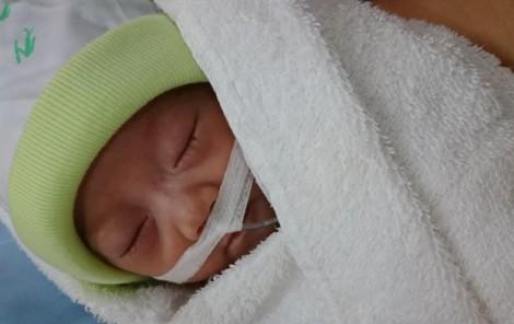Bé gái sinh non chưa được 1 ký bị bệnh tim bẩm sinh đã xuất viện