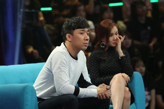 Hari Won dong vien Tran Thanh giua 'bao' cam song