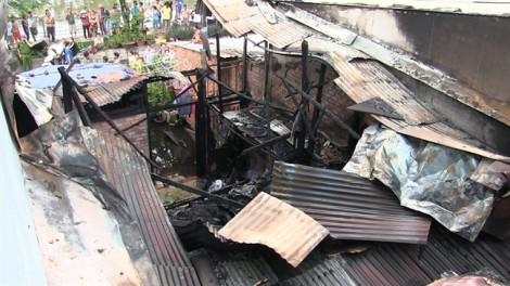 Cụ ông 69 tuổi thoát khỏi căn nhà cháy tan hoang