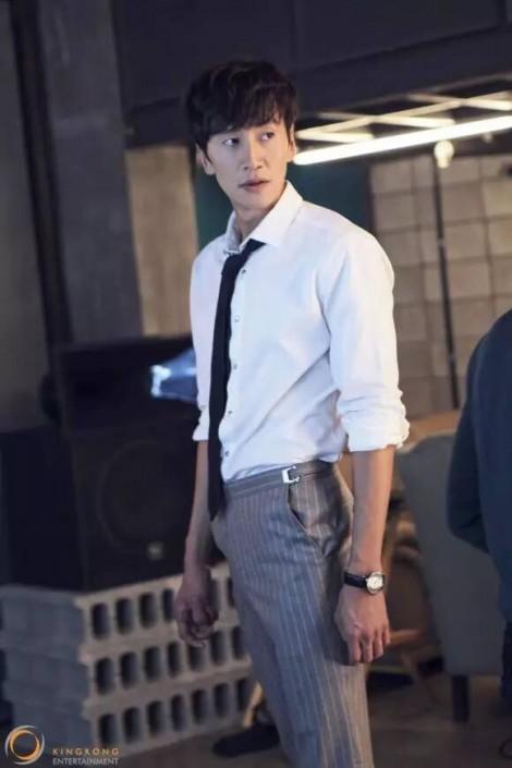 Gu thời trang lịch lãm của 'hoàng tử châu Á' Lee Kwang Soo