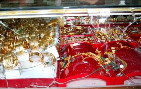Lẻn vào tiệm vàng trộm 700 triệu lúc nửa đêm