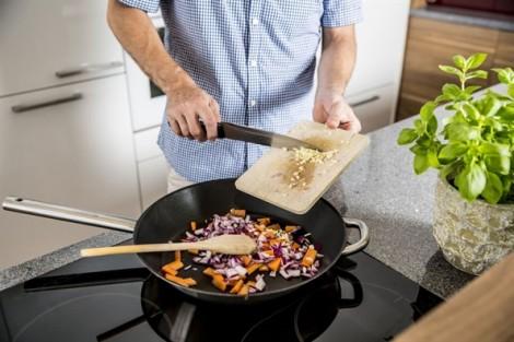 Thức ăn chế biến từ chảo không dính sẽ khiến tinh trùng yếu