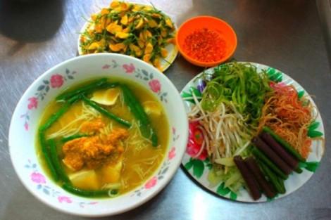 Đổi món ngày lễ với bún cá Campuchia