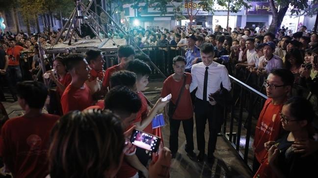 Mac scandal, Dam Vinh Hung van chay het minh trong su kien am nhac