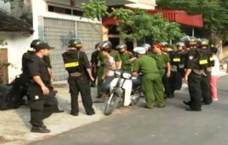 Bắt giam 2 mẹ con nhốt cán bộ, dọa kích nổ bình gas
