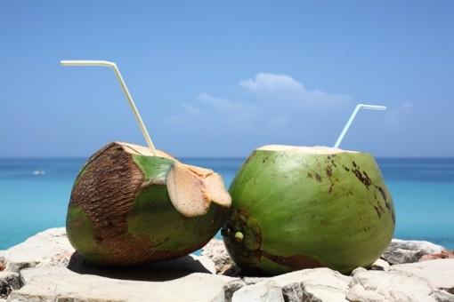 Tại sao trời nóng nên uống nước dừa?