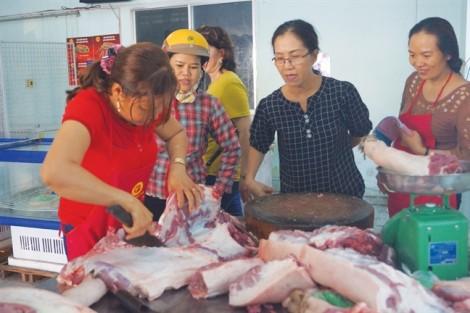 Thịt heo bán lẻ tại TP.HCM: Chỉ giảm cho... có