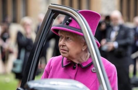 Hoàng gia Anh triệu tập khẩn các phụ tá cấp cao