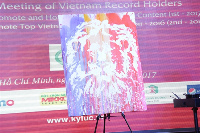 Hoa si 9X tro thanh ky luc gia ve tranh nuoc dau tien tai Viet Nam