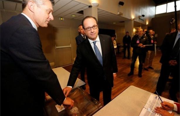 Nuoc Phap chia re khi phai chon Le Pen hoac Macron