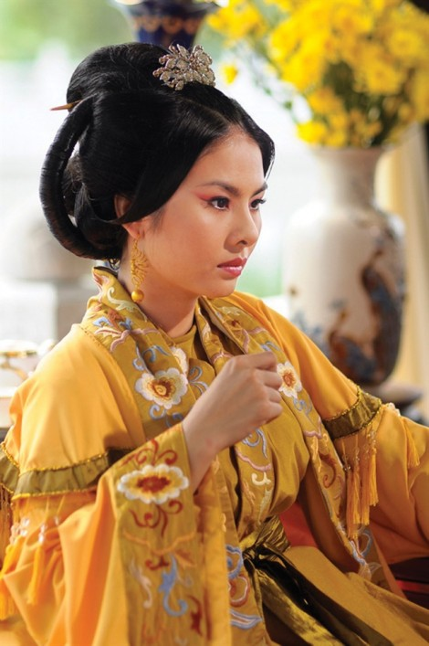 Vân Trang: 'Bây giờ tôi dính chặt con'