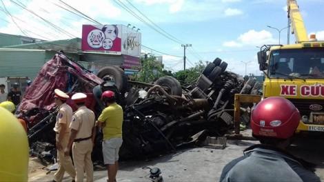 Trước tai nạn thảm khốc làm 12 người chết, xe tải tông trạm thu phí rồi bỏ trốn