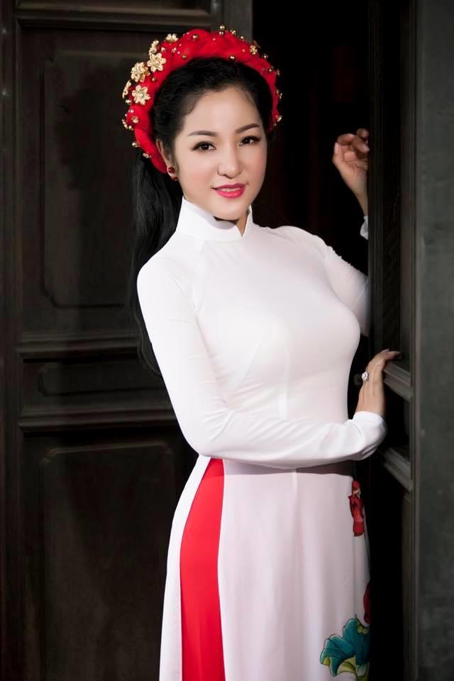 Bi chi trich vi dua kem duyen ve doi tu Cat Phuong nhung Thuy Nga van 'khong lo'?
