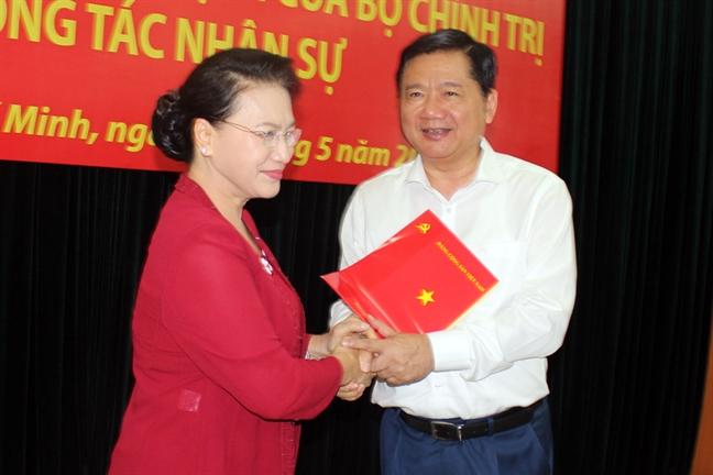 Ong Nguyen Thien Nhan thay ong Dinh La Thang lam Bi thu Thanh uy TP.HCM