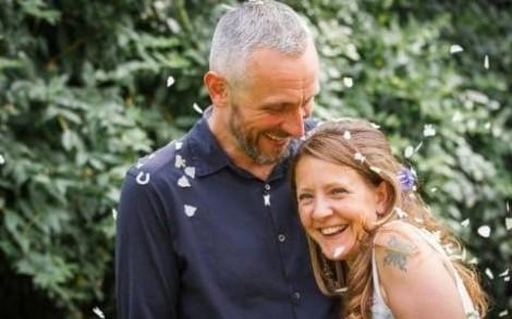 Người chồng nằm bên xác vợ suốt 6 đêm vì muốn 'nán lại thêm chút nữa'