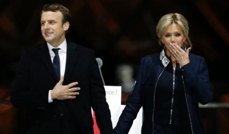 Những mẫu áo khoác hàng hiệu được Đệ nhất phu nhân Pháp yêu thích