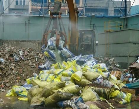 Tiêu hủy hơn 20 tấn phân bón và chất tạo đất kém chất lượng