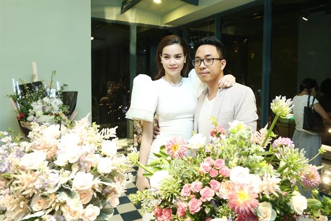 Hai nguoi dan ong dac biet trong ngay Ho Ngoc Ha len chuc ba chu