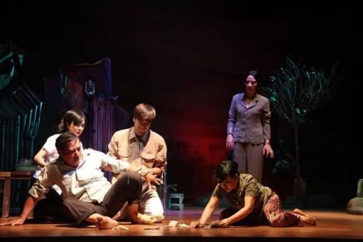 Cấp giấy phép biểu diễn 1 năm cho mỗi vở diễn: 'Bóp cổ' người làm sân khấu