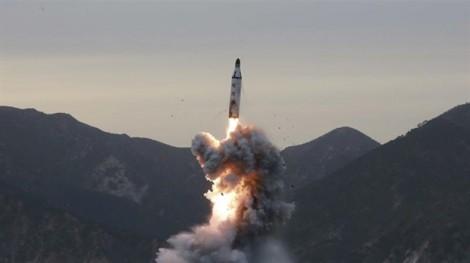 Muốn đối thoại với Mỹ, Triều Tiên phóng tên lửa sát Trung Quốc