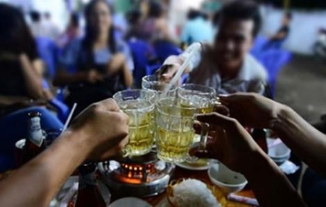 Ra văn bản cấm học sinh uống rượu bia khi liên hoan cuối cấp