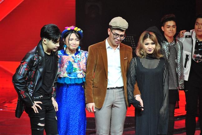 Thi sinh mac hanbok hat 'Lac troi' cua Son Tung