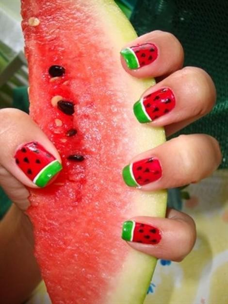 Gợi ý những mẫu nail rực rỡ chào mùa hè