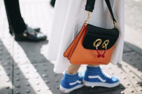10 cách phối trang phục với giày thể thao nhiều màu sắc