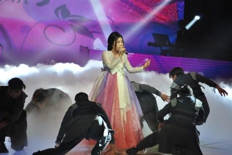 Thí sinh mặc hanbok hát 'Lạc trôi' của Sơn Tùng