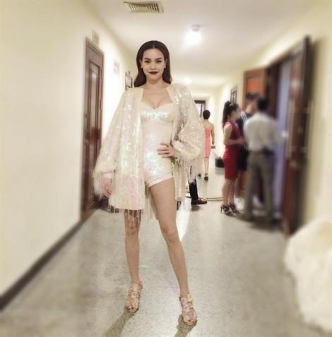 Hồ Ngọc Hà 'đủ kín' sau khi bị Sở VH-TT Hà Nội nhắc nhở chuyện trang phục biểu diễn