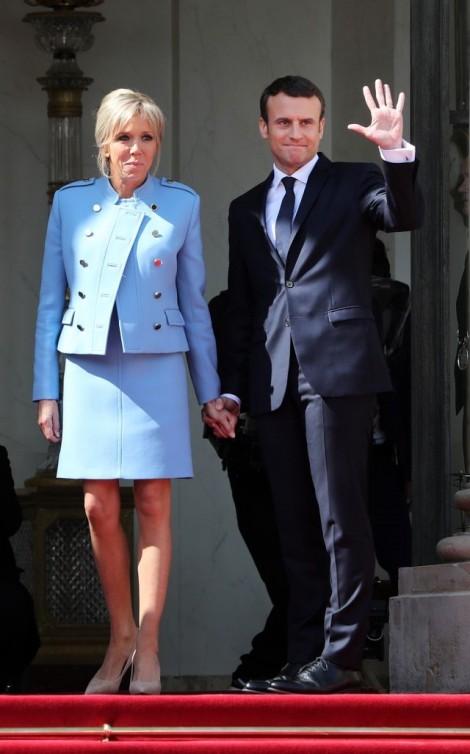 Vì sao Đệ nhất phu nhân Pháp mượn trang phục trong ngày đăng quang của chồng?