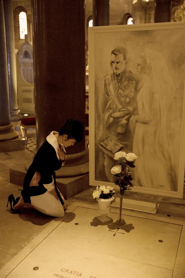 Ly Nha Ky duoc uu ai, cho phep dat hoa len mo Cong nuong Monaco Grace Kelly