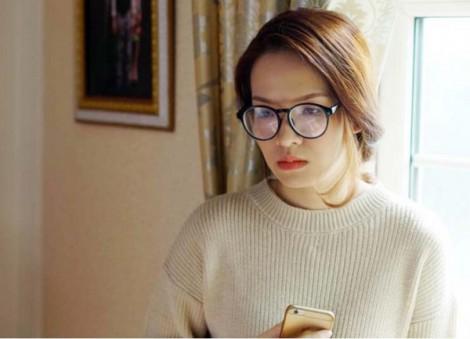 Đan Lê với gu thời trang 'quê mùa' trong phim, trẻ trung ngoài đời