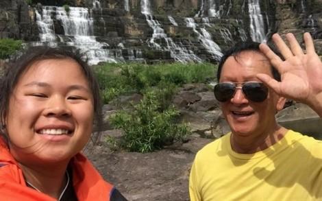 Tỏ tình giúp bố, cô bé gốc Việt gây bão mạng