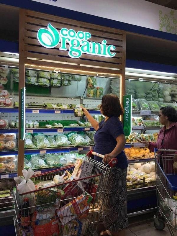 Hien tuong san pham organic 'xin' chay hang o Co.opmart