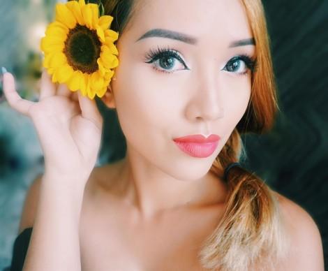 Nữ tiếp viên hàng không 9X trải lòng về nghề beauty blogger