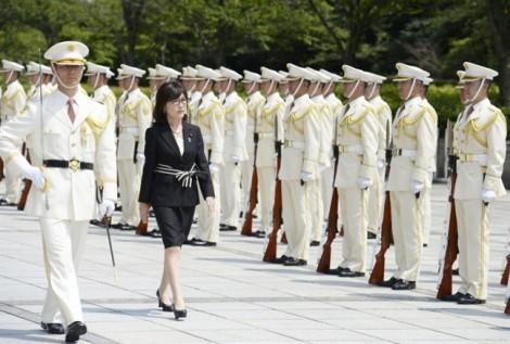 Tomomi Inada - Bông hồng thép trên chính trường Nhật Bản