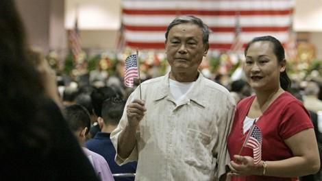Bài 4: Hộ chiếu Trung Quốc không đủ sức níu chân người ở lại